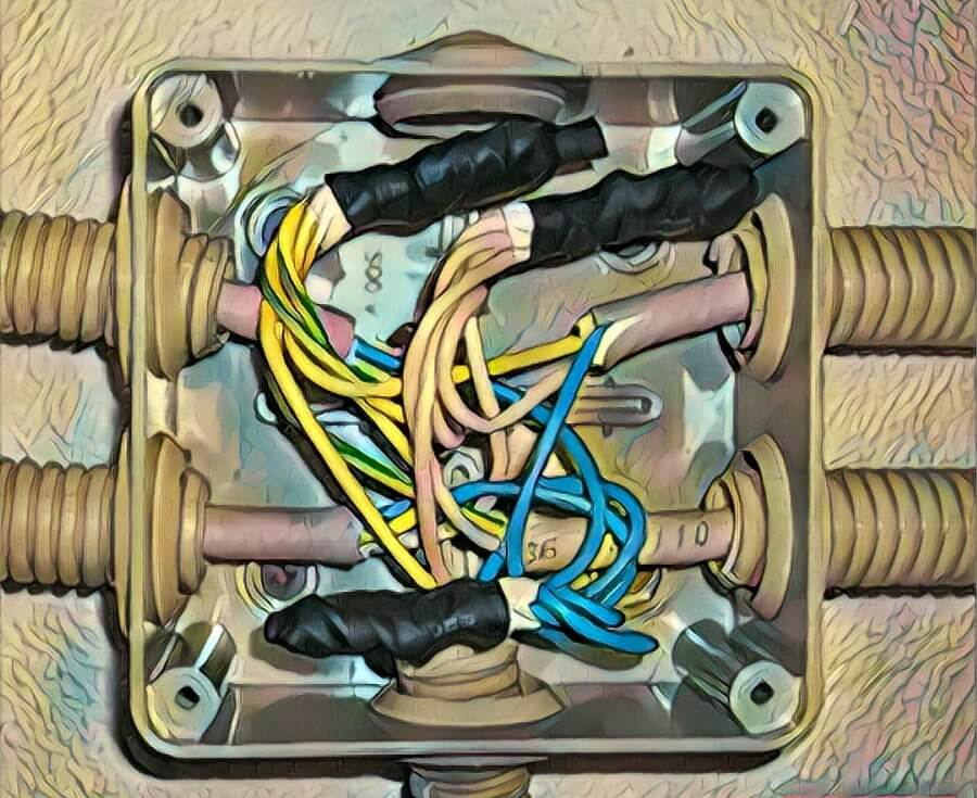 Коробка с проводами